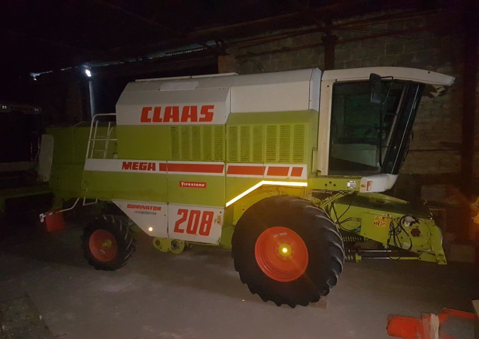 kombajn zbożowy Claas MEGA 208